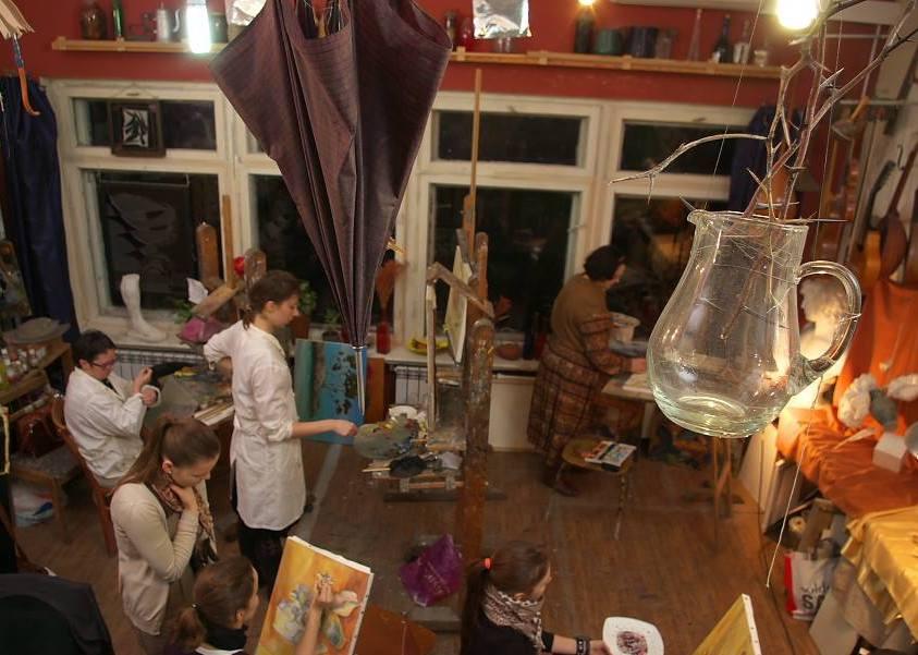 На занятии все увлечены живописью (фото Сергея Березы)