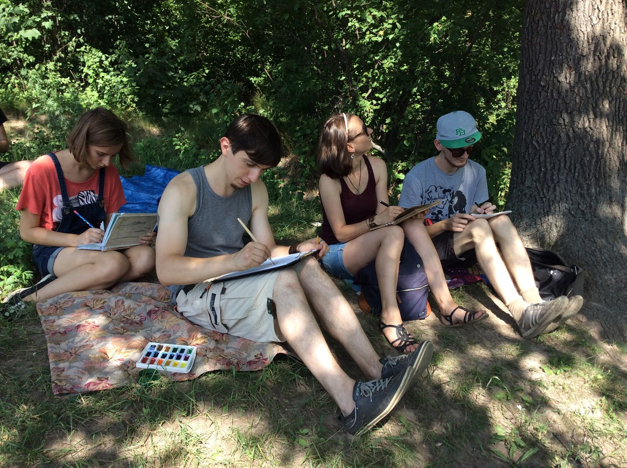 Летом часто проходят занятия кружка на свежем воздухе