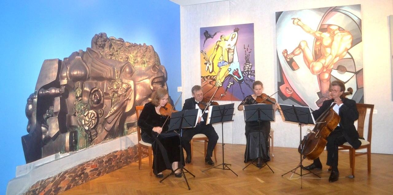 На открытии выставки звучала живая музыка (фото Ольги Козловой)