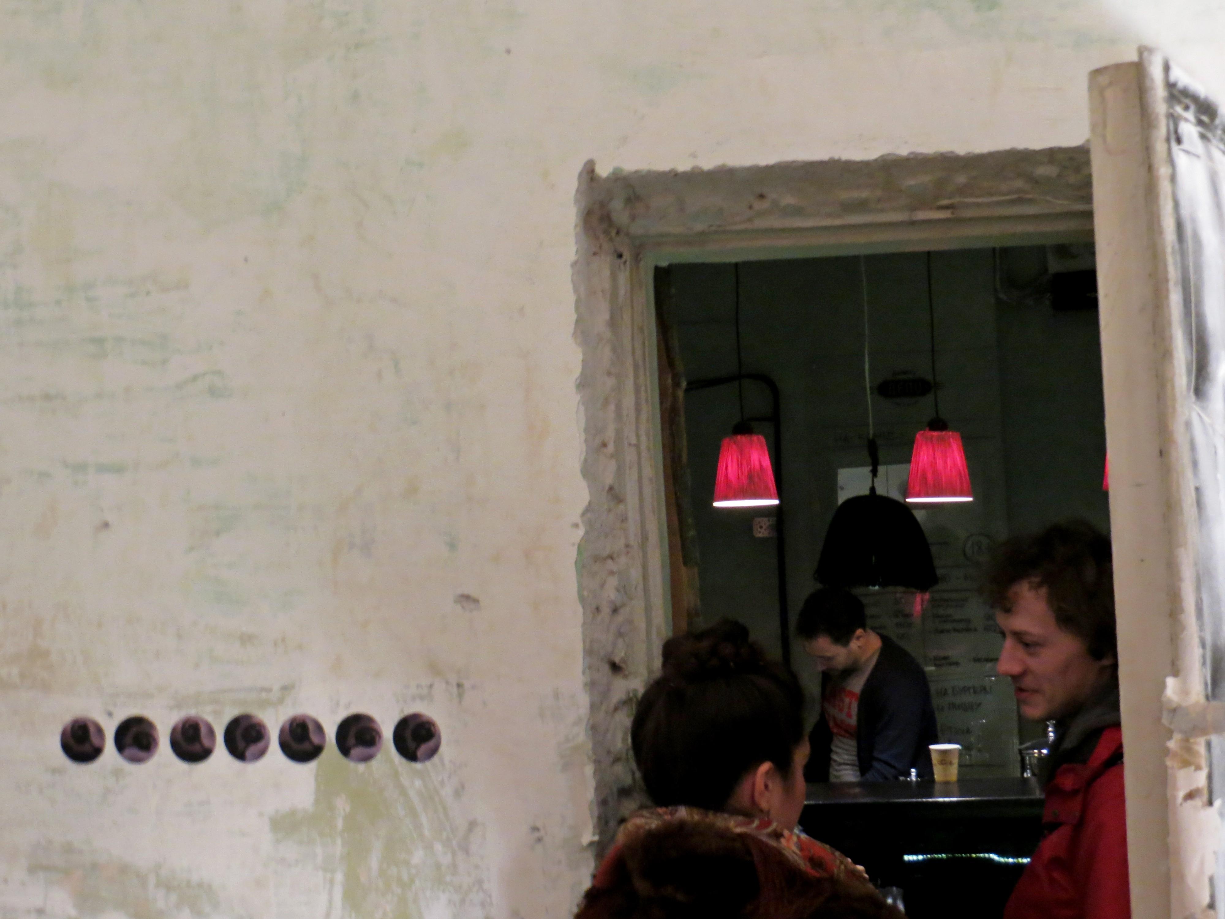 Дверь в стене художники обнаружили случайно