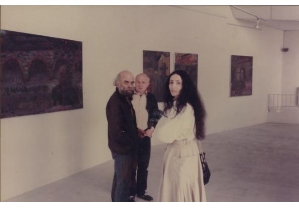 """На выставке """"Синдром путешествия"""" в галерее  Жоржа Лаврова в Париже в 1985 году (фото с сайта roginsky.ru)"""