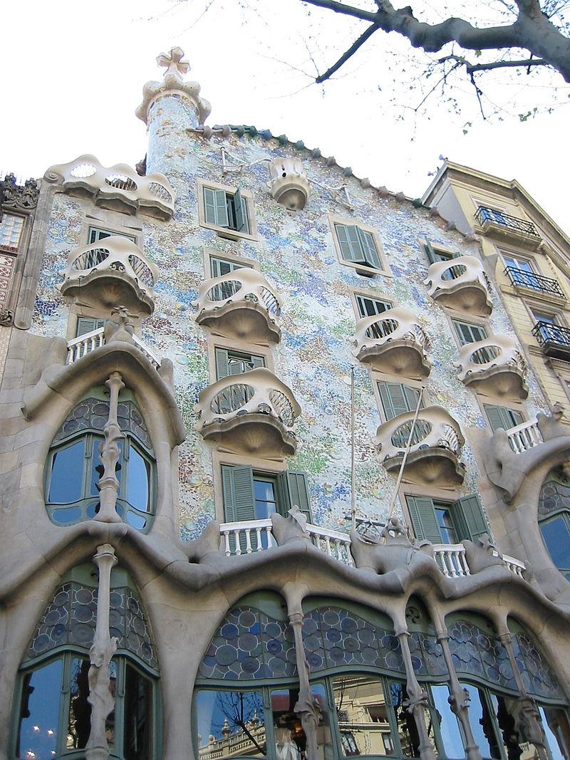 Дом Бальо в Барселоне, перестроенный в 1906 году по проекту Гауди