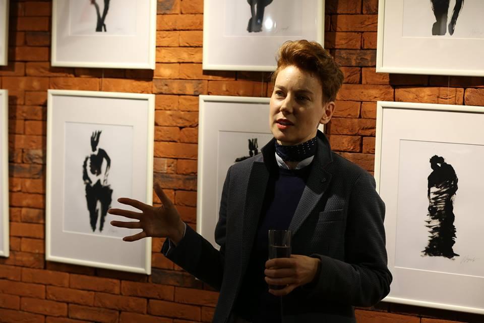 Анастасия Нефедова в галерее Камерного театра на открытии персональной выставки