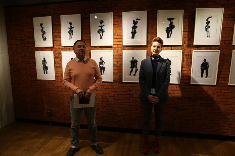Анастасия Нефедова на открытии персональной выставки в галерее в Камерном театре