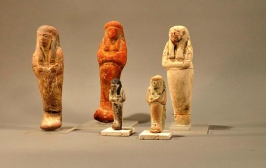 На фото - ушебти (тип погребальных статуэток) из коллекции музея им. И. Н. Крамского