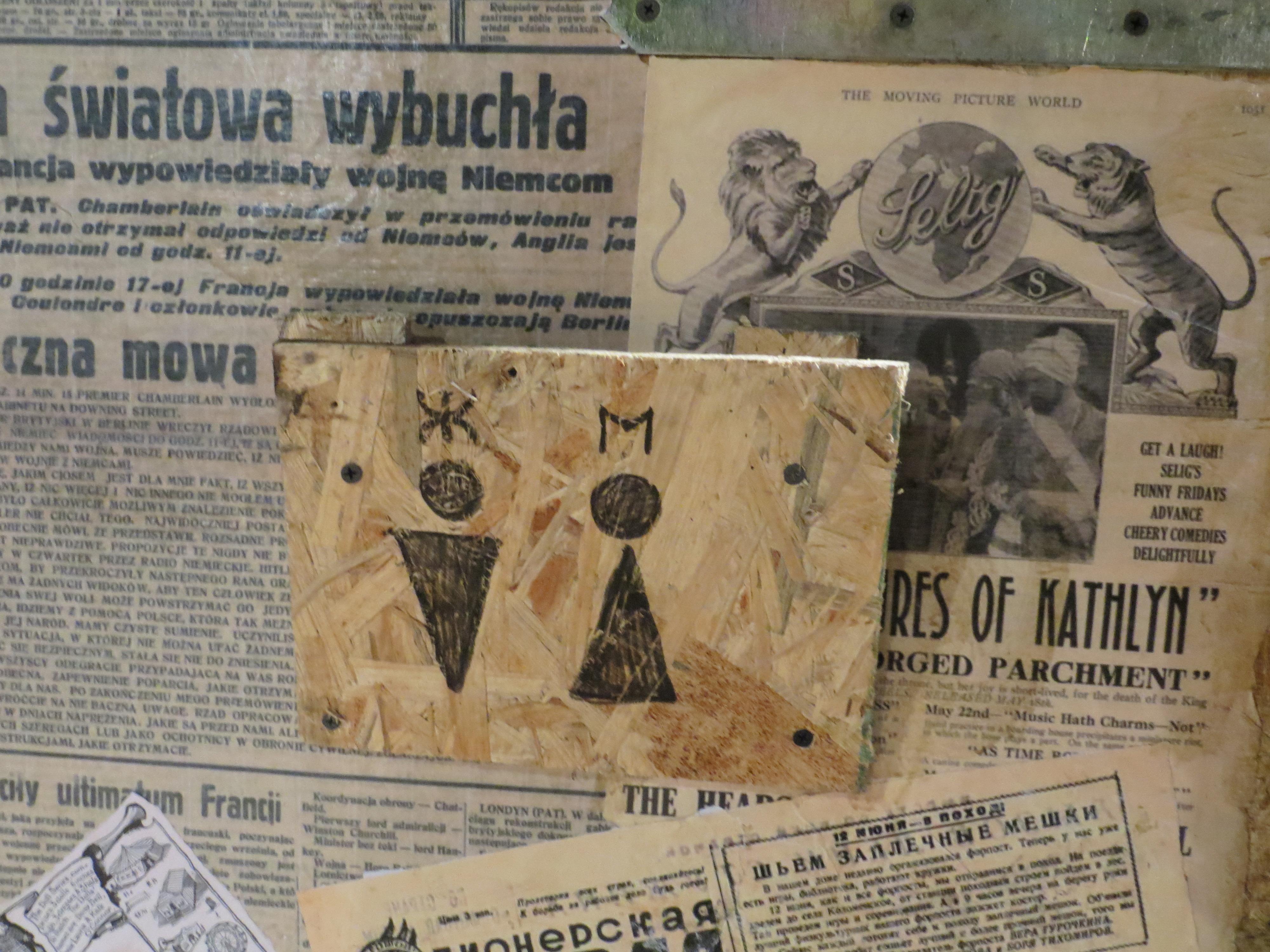 Примеры газет прошлого века художница находила в интернете