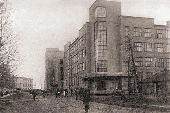 Так выглядело старое здание управления ЮВЖД (вид с перекрестка улиц Фридриха Энгельса и Феоктистова)