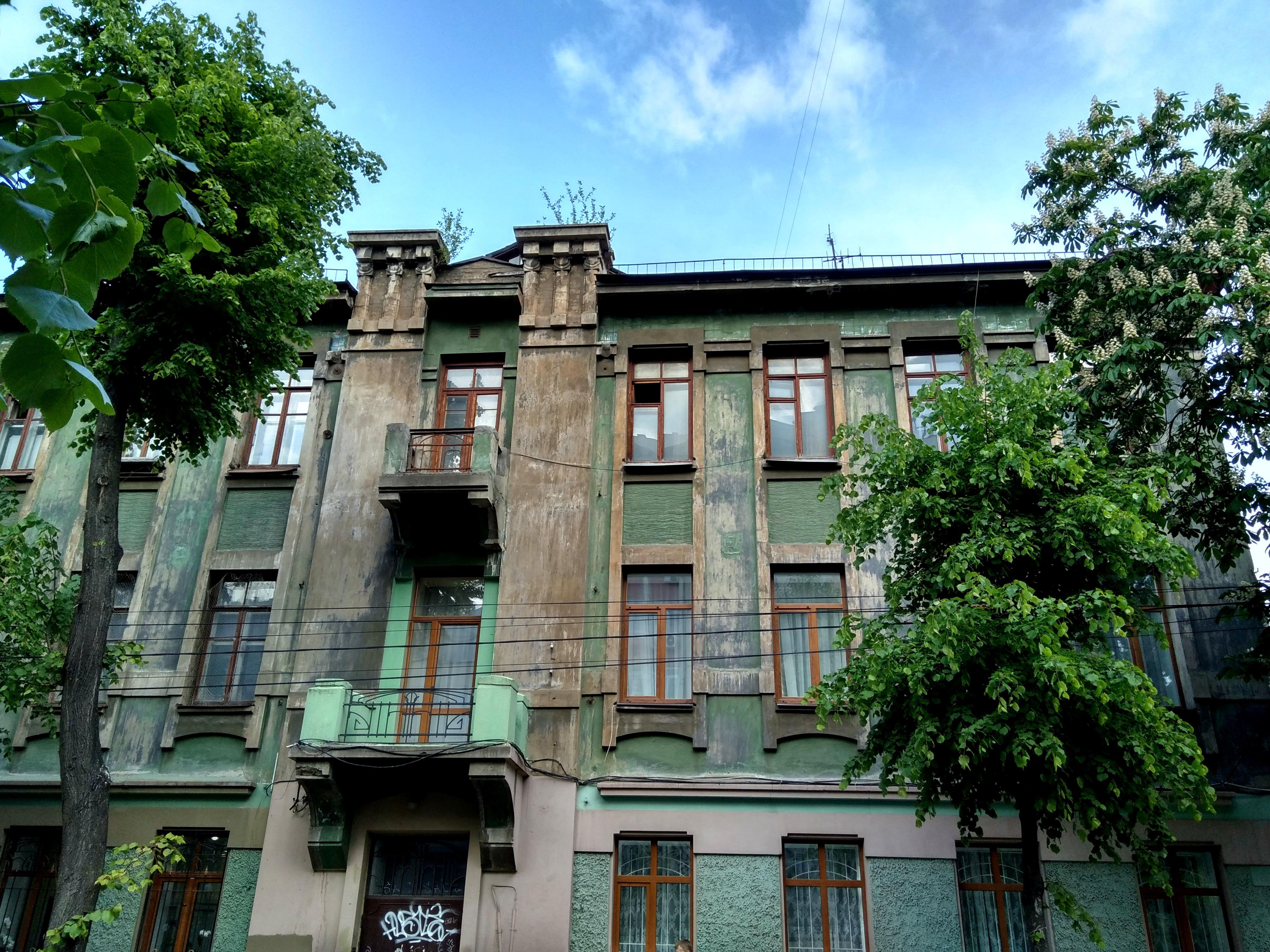 Фасад дома на Никитинской, 3