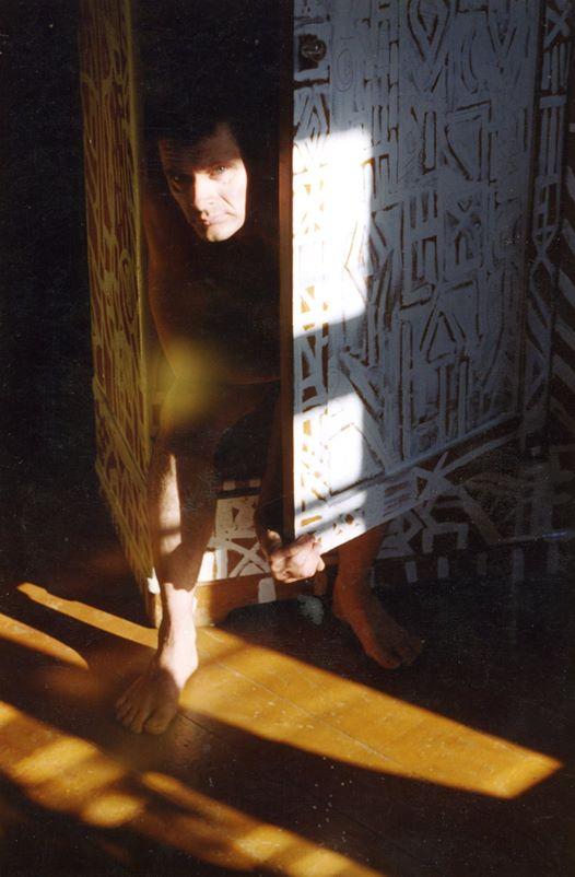 На фото шкаф, который расписывал Роман Ковалев