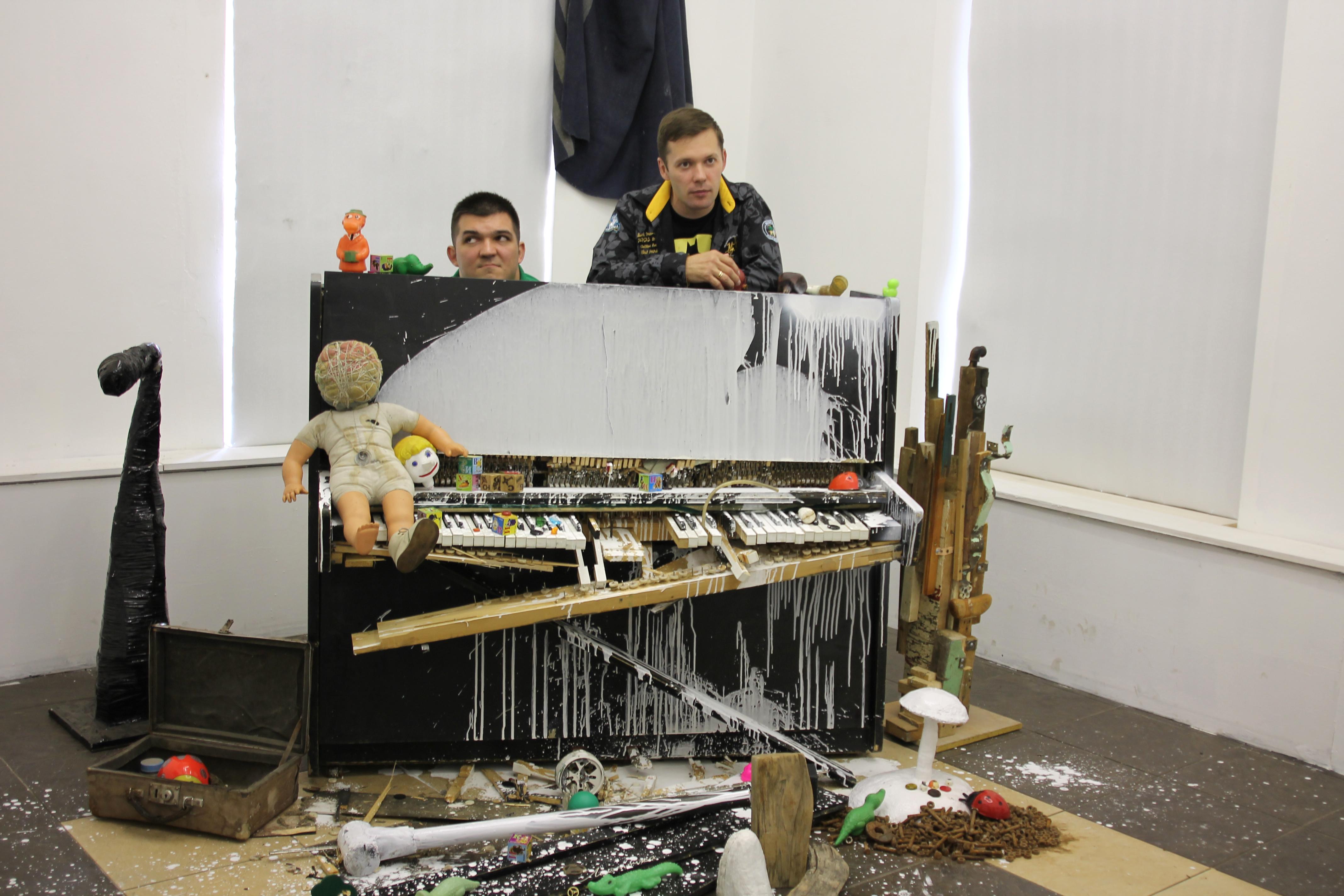 Художники Иван Горшков (слева) и Серегй Бруданин (справа)