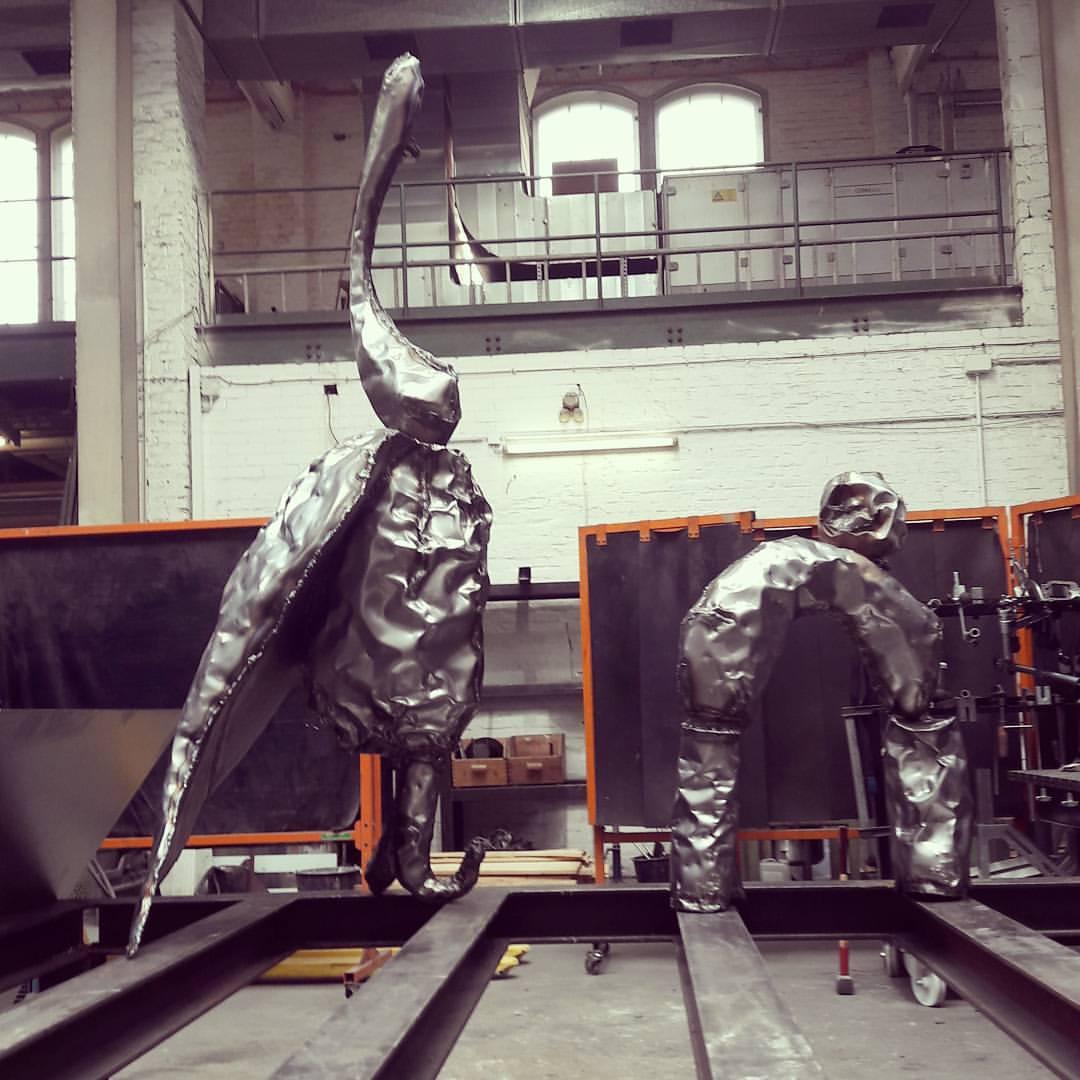 Процесс создания скульптур в мастерской в Берлине
