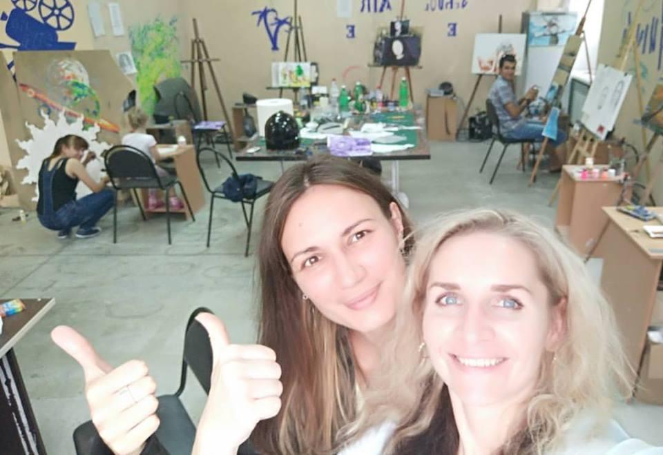 Художники Виктория Калинина (слева) и Валентина Беляева (справа)