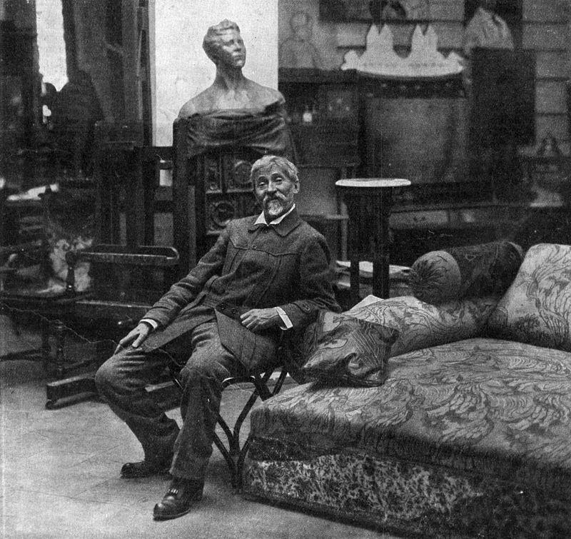 Илья Репин в своей мастерской в имении Пенаты