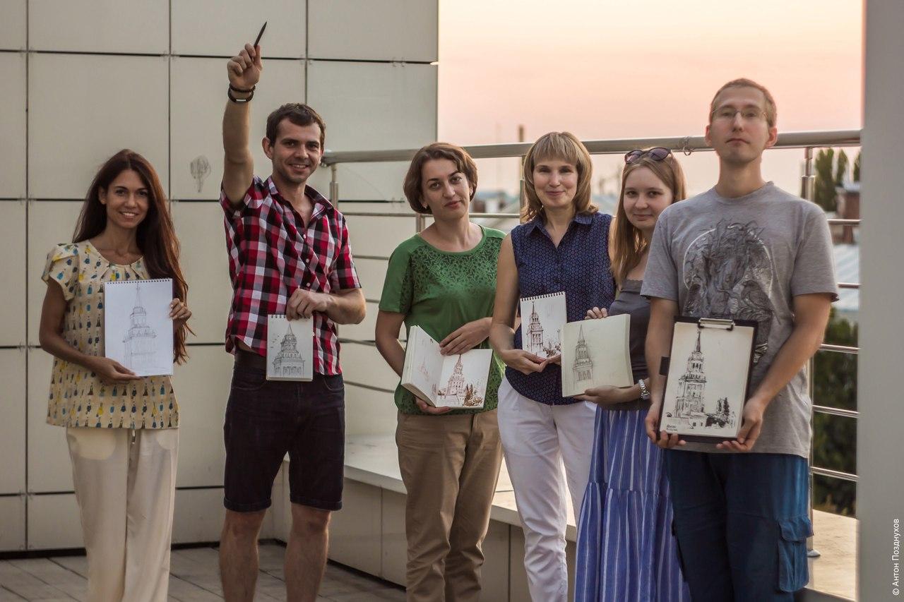 Участники первой архитектурной прогулки (фото Антон Позднухов)
