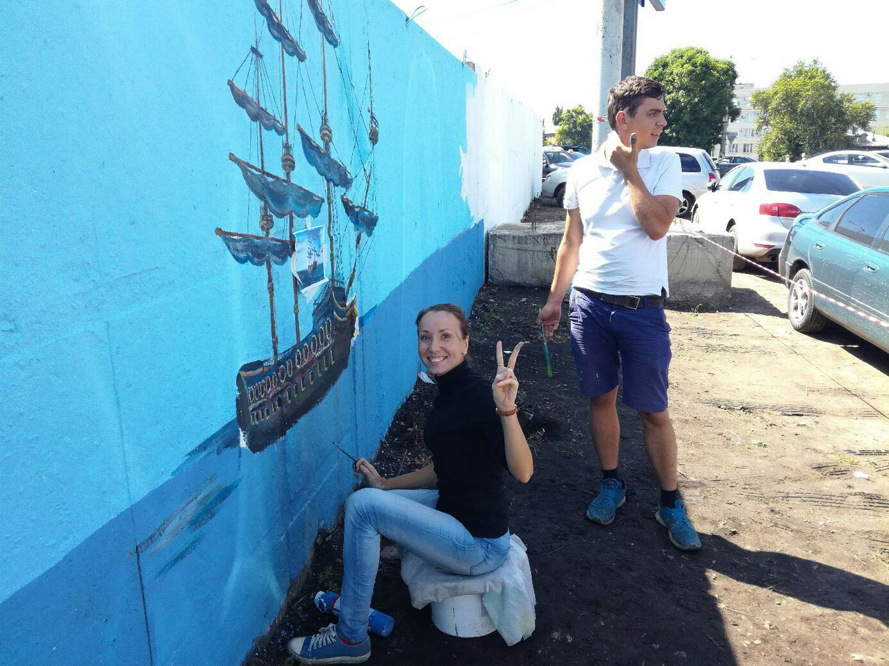 Процесс работы над росписью стены