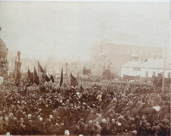Митинг на площади Никитина в 1917 году