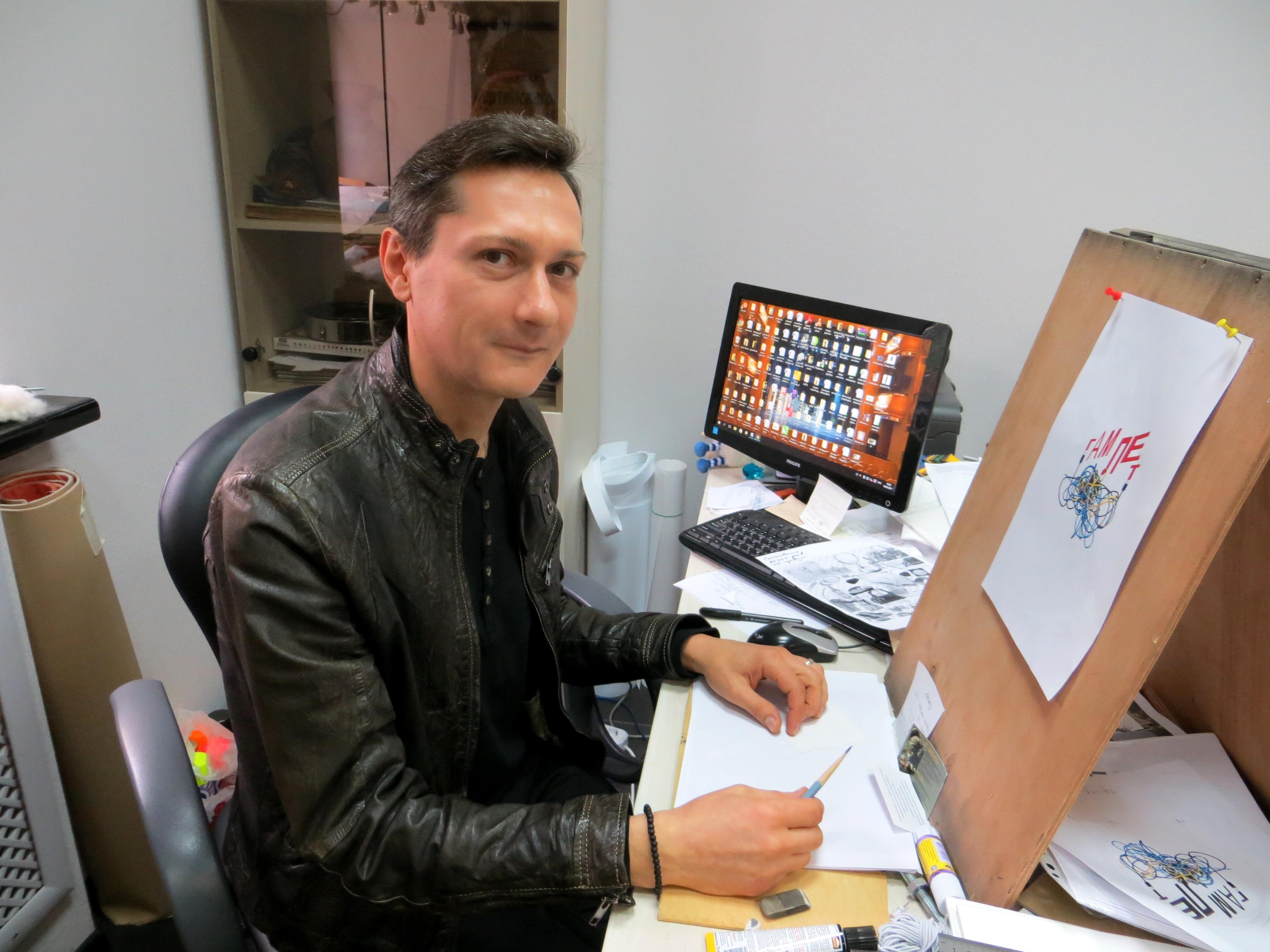 Алексей Мочалов за работой