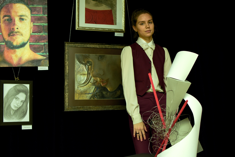 Тамара Сивохина со своей работой