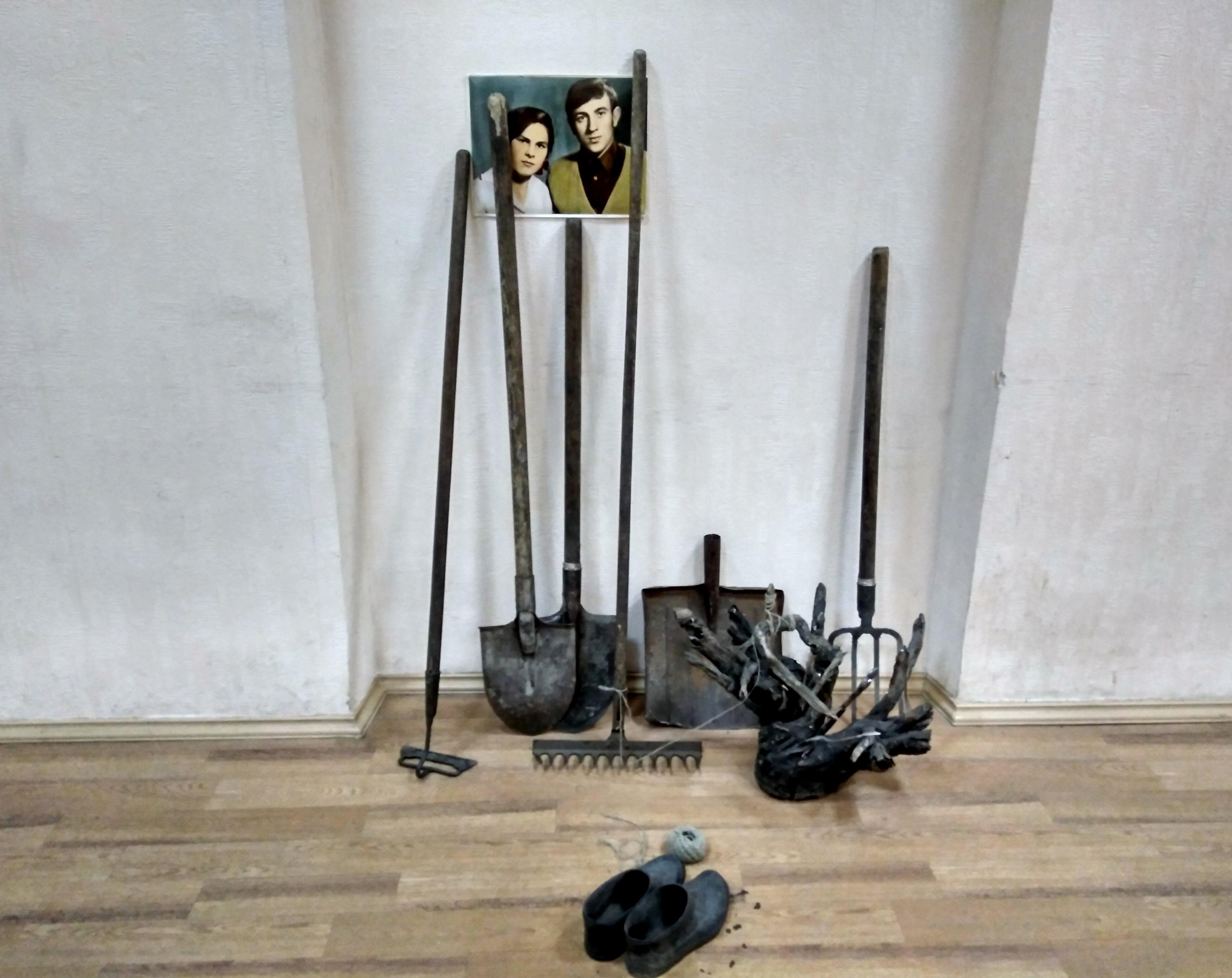 """Инсталляция """"6 соток"""", автор Никита Клен"""