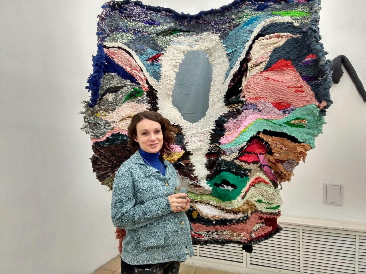 Для этой работы о Воронеже Евгения Ножкина (на фото) израсходовала около 7 мешков ткани