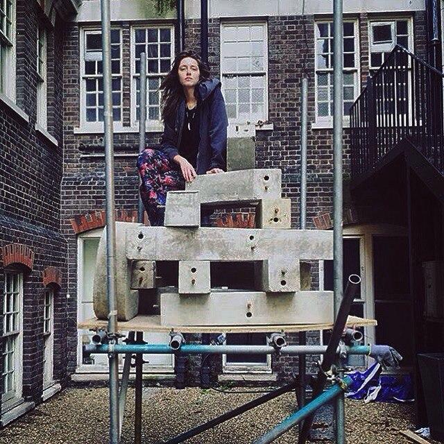 Екатерина со своими скульптурами (фото из архива художницы)