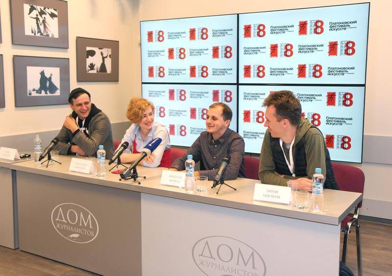 Организаторы театрального парада - художник Анастасия Нефёдова и режиссёры МИР-5 (фото с сайта Дома Журналистов)