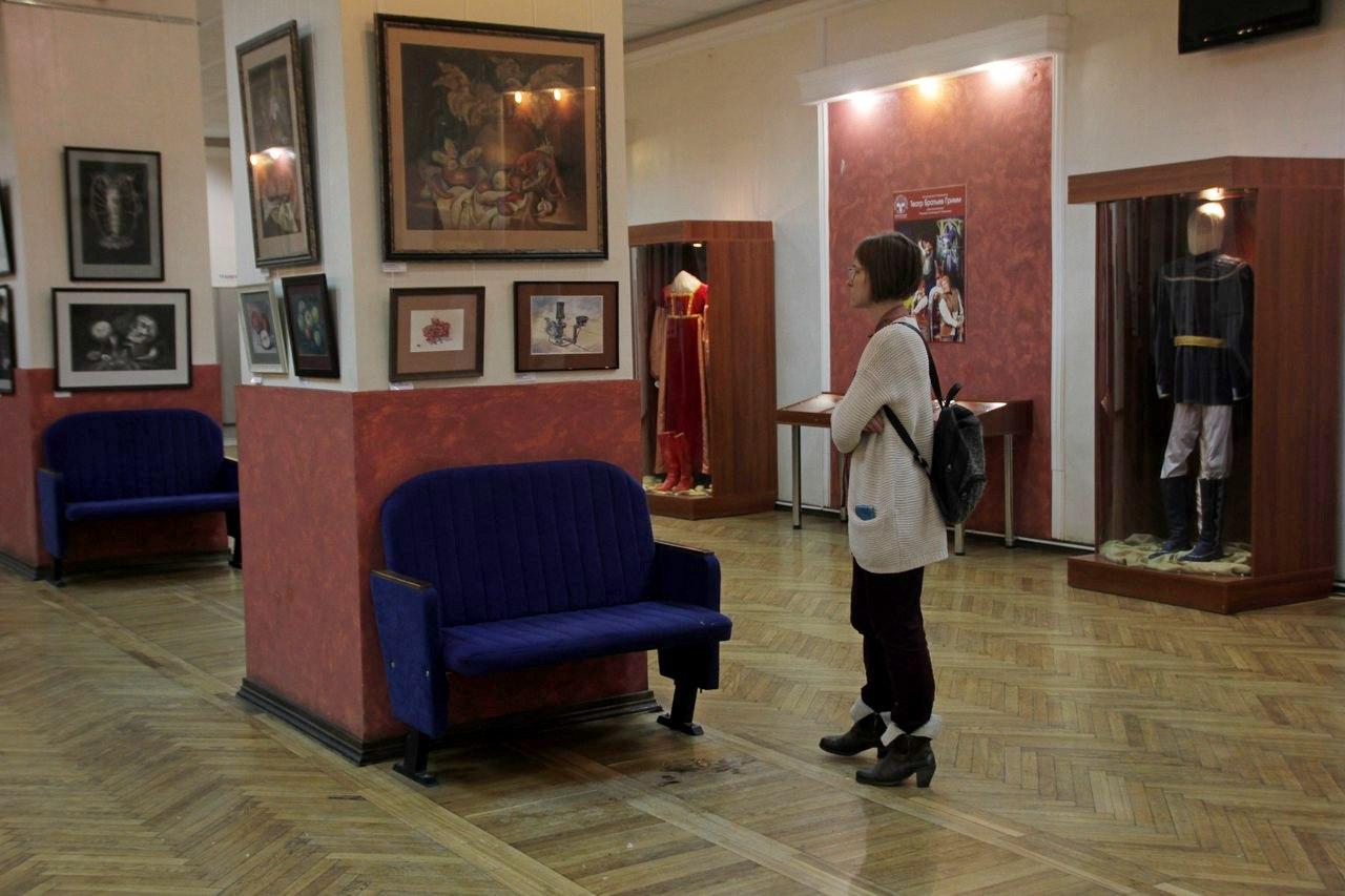 """Фото с выставки работ учеников """"Матицы"""" в ТЮЗе"""
