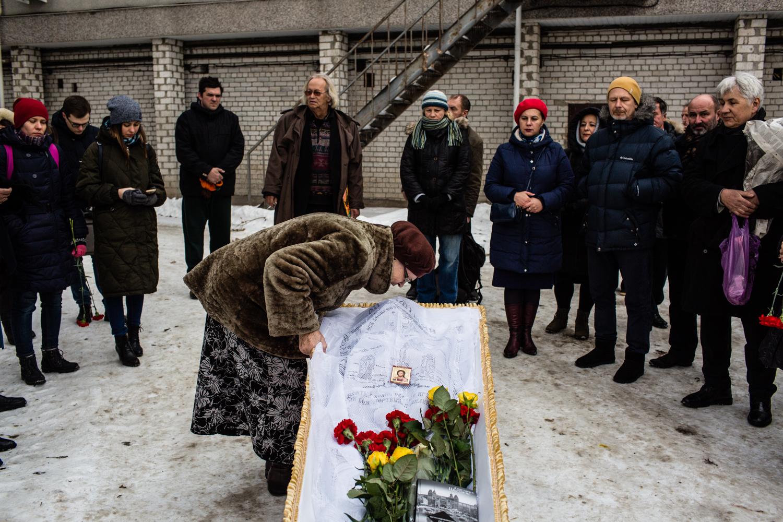 Прощание прошло на территории городской больницы № 3 (фото Романа Демьяненко)